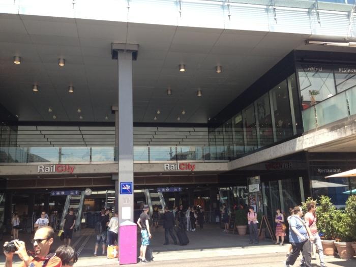 ベルン駅RailCity