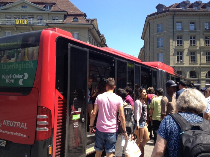 ベルン駅前からバスに乗る