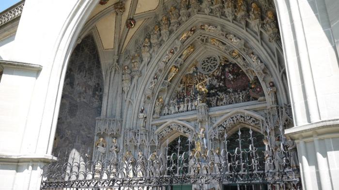 ベルンの大聖堂入り口