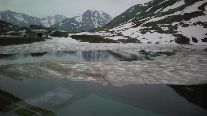 半分凍った湖