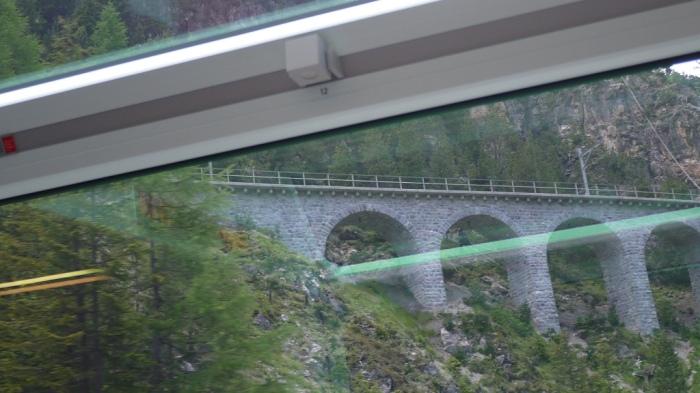 ループ橋が続きます