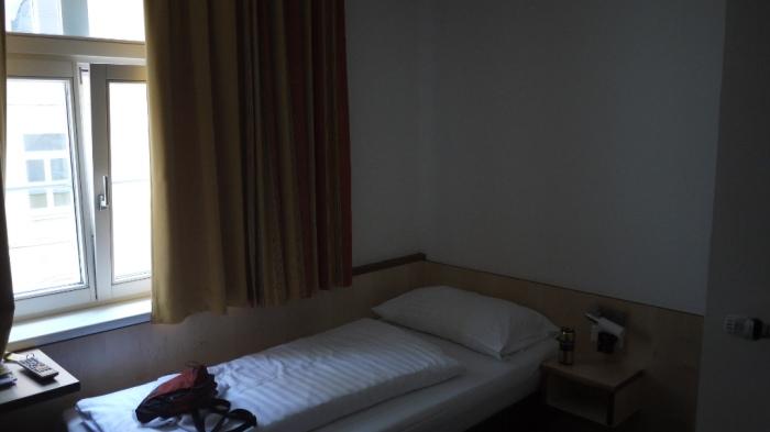 ホテル。暑い