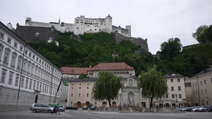山の上にそびえるホーエンザルツブルグ城