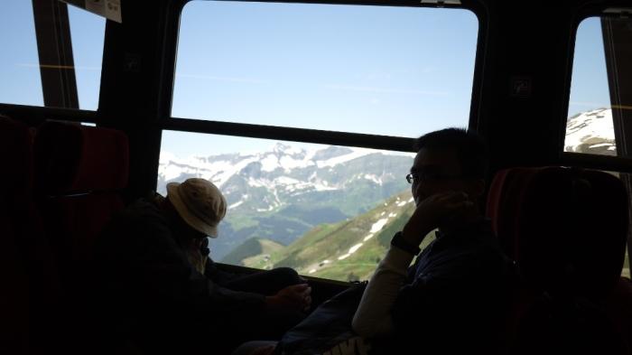 登山列車で下る