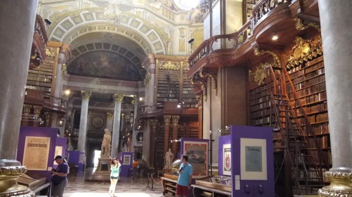国立図書館内部